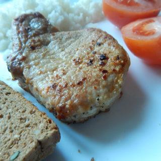 <ol> <li>250 гр мясного стейка</li> <li>80гр белого риса</li> <li>томаты</li> </ol>