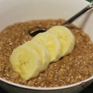 <ol> <li>1 Банан</li> <li>2 целых яйца и три белка</li> <li>100гр овсянки</li> </ol>
