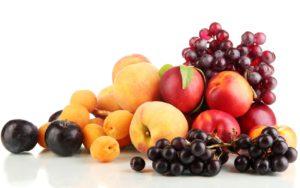 Свежие, спелые фрукты и ягоды